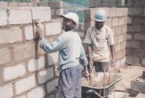 Construcció d'un dispensari mèdic a Badzuidjong